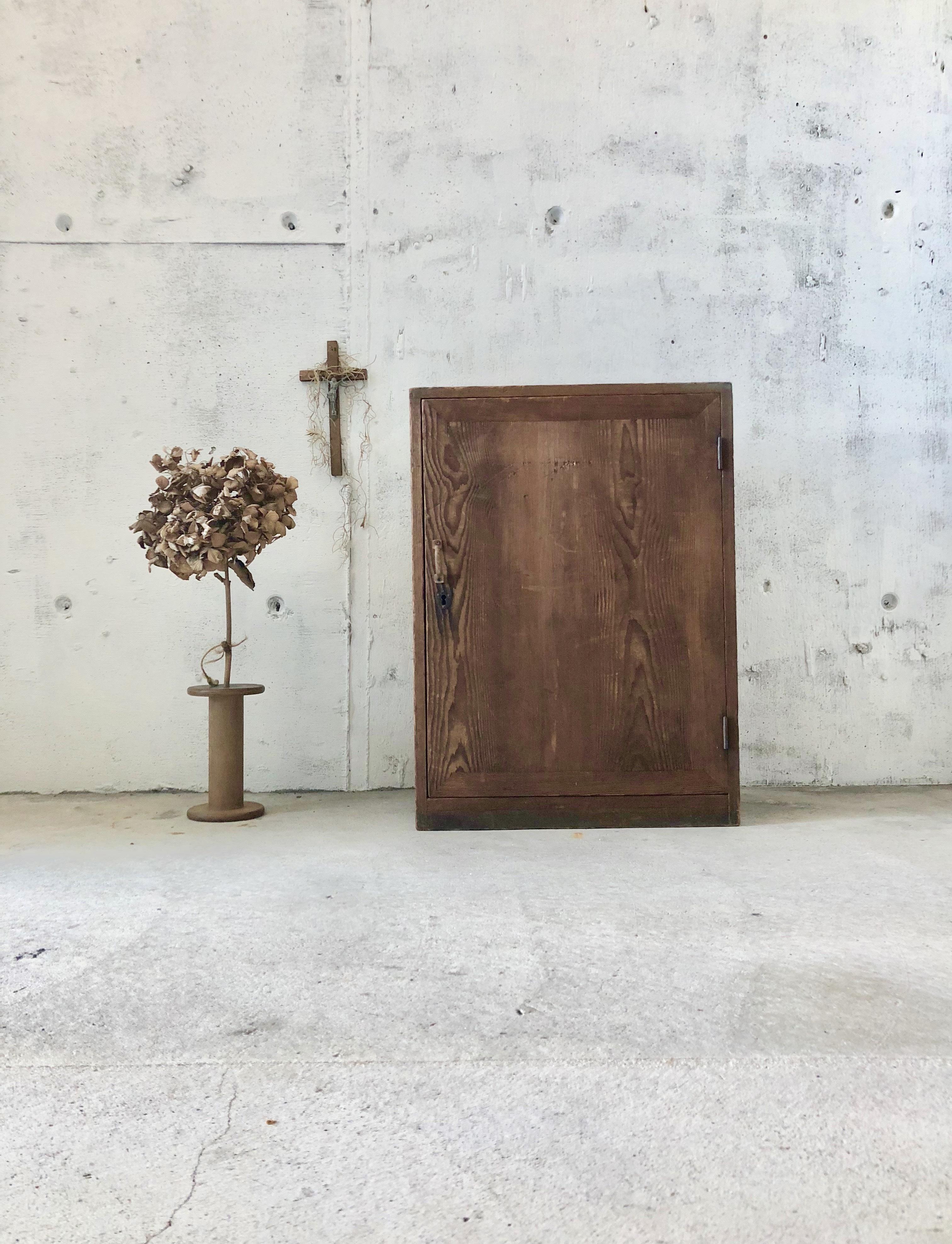 木味の扉戸収納棚[古家具]