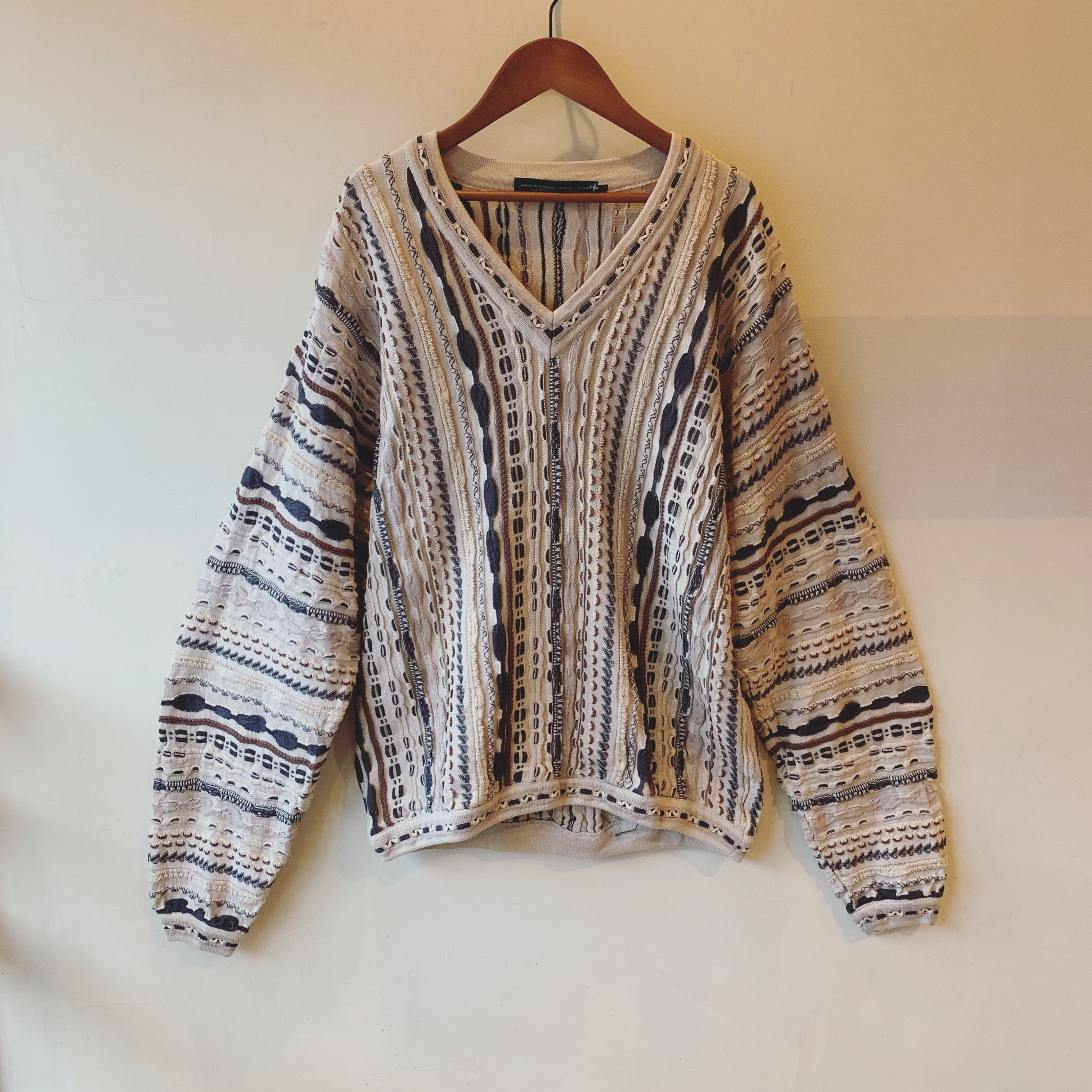 vintage 3D long sleeve knit sweater