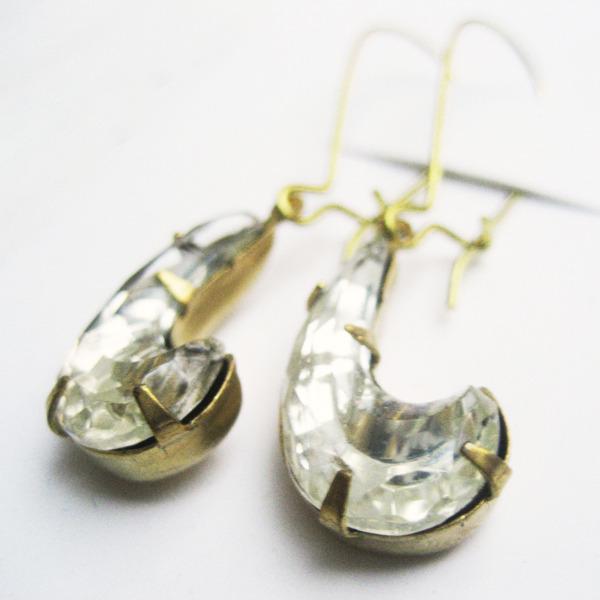 ヴィンテージチェコガラスのピアス/イヤリング・ムーンガラスG-004