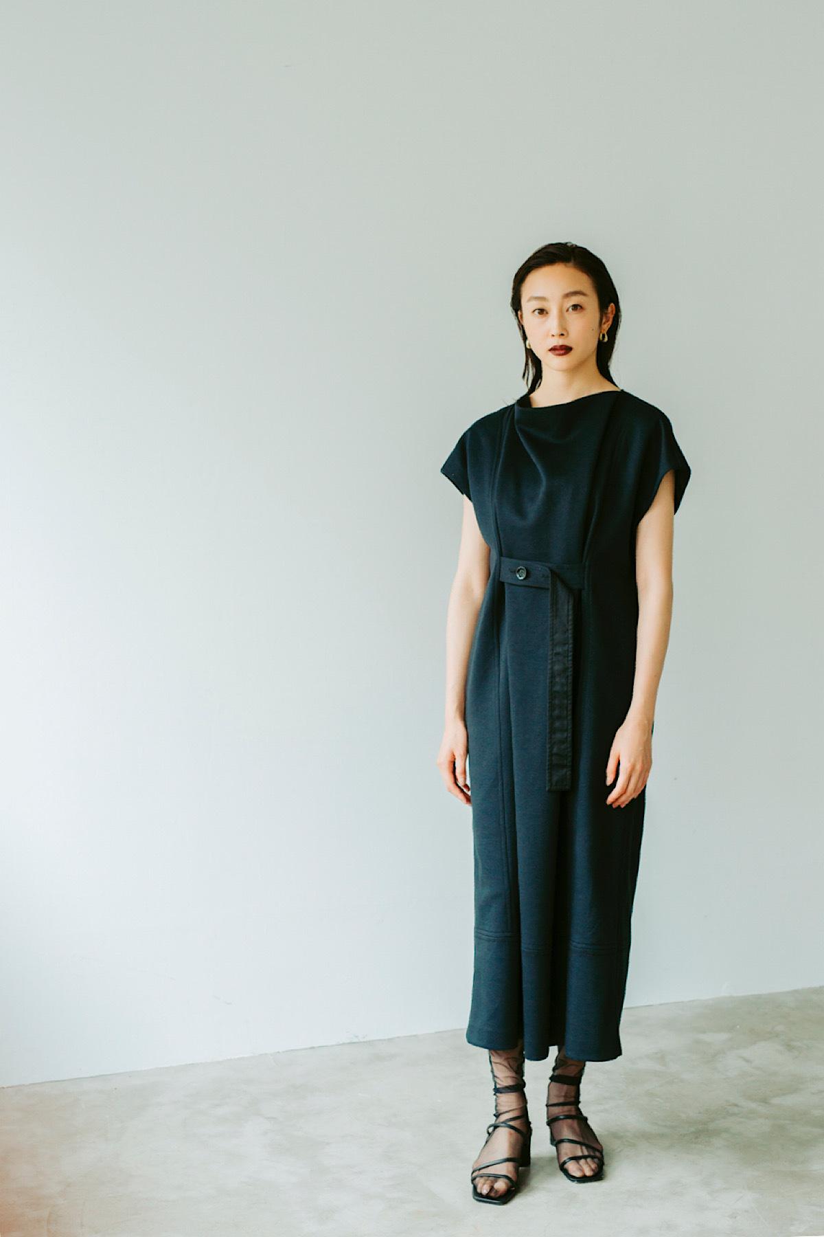 ドレープネックカットドレス 2色:ブラック