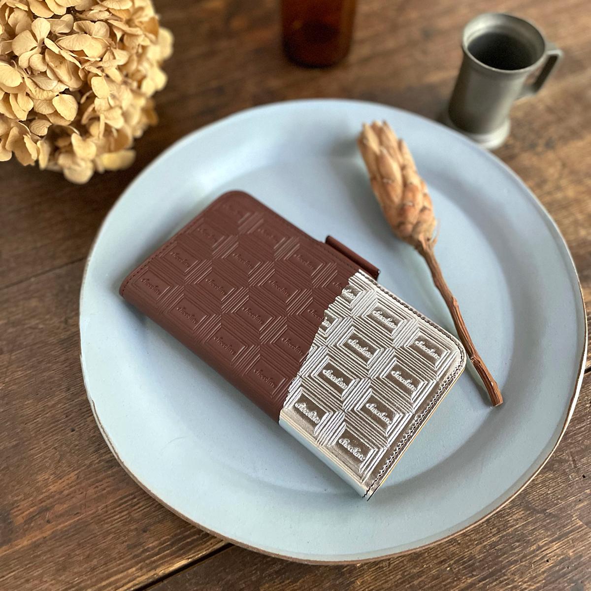 Mサイズ:革のチョコ手帳型スマホケース スイート(銀の包み紙)