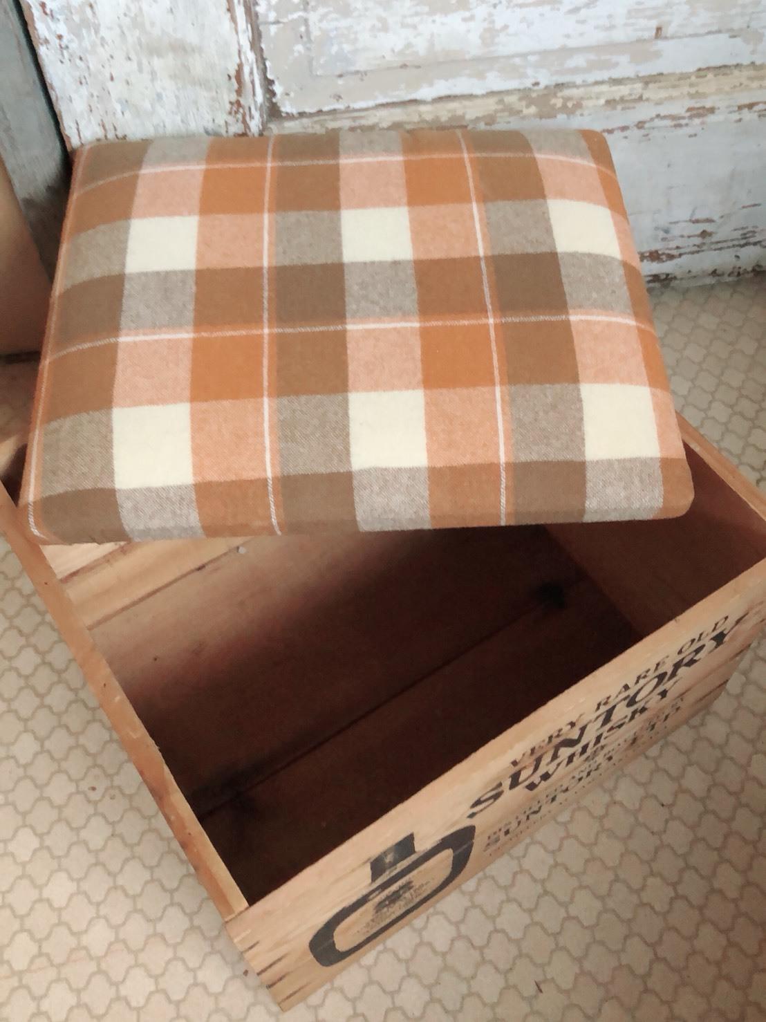ちっちゃい木箱椅子 2