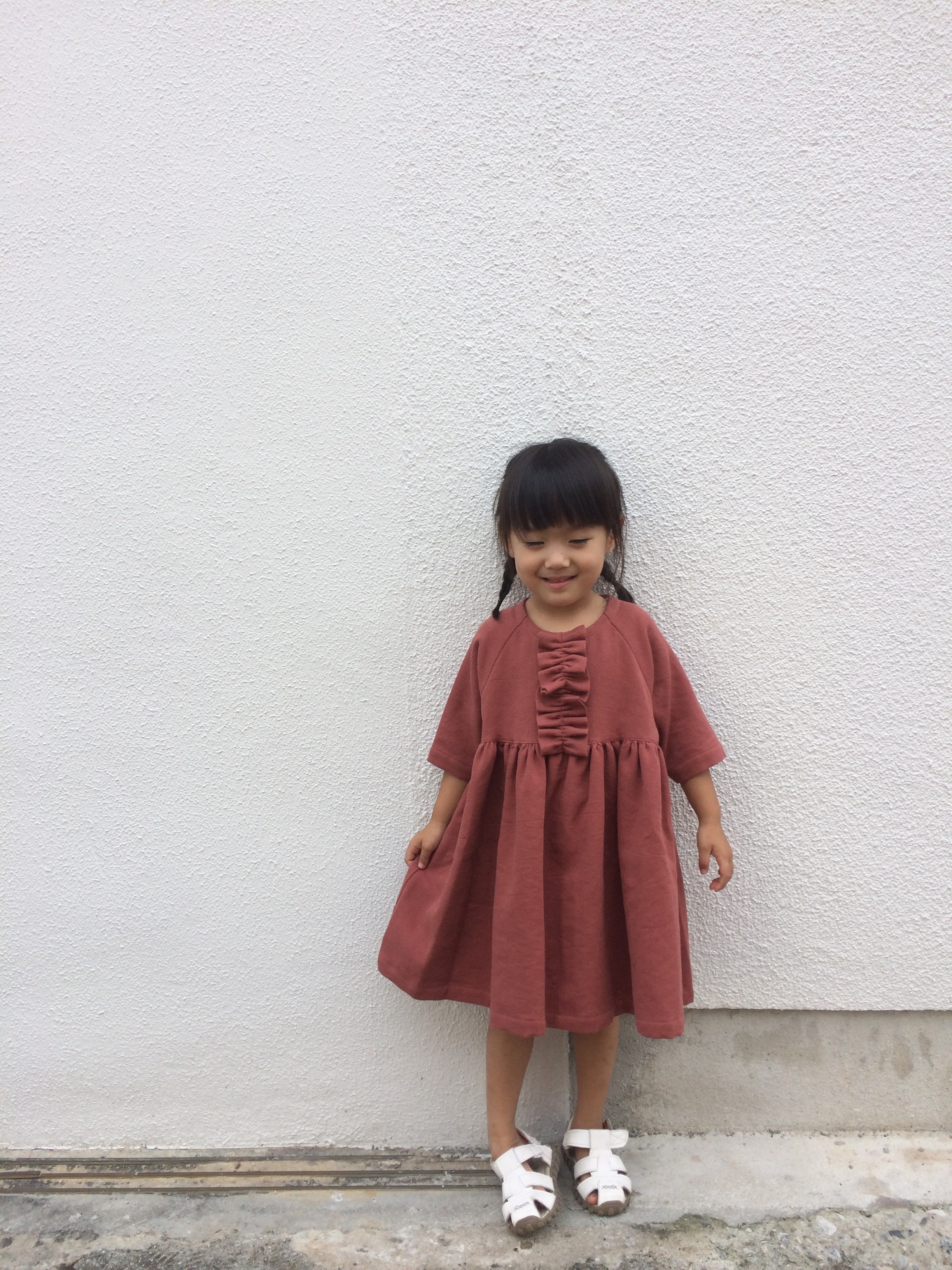 tumugi フリルのドレス ダークピンク