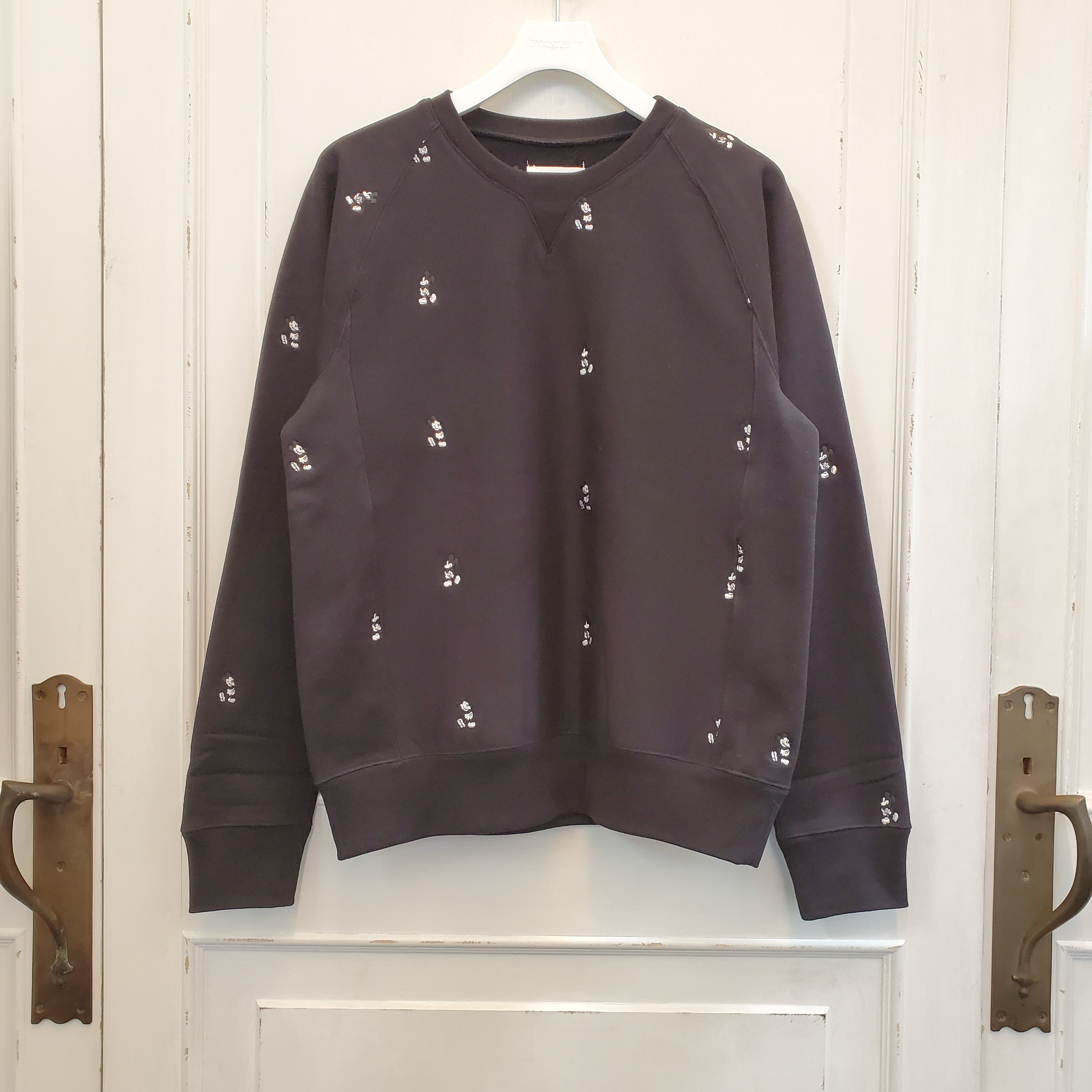 sc.0028bSS20 Mickey Mouse embroidered crew neck sweatshirt. (monotone color Mickey Mouse)