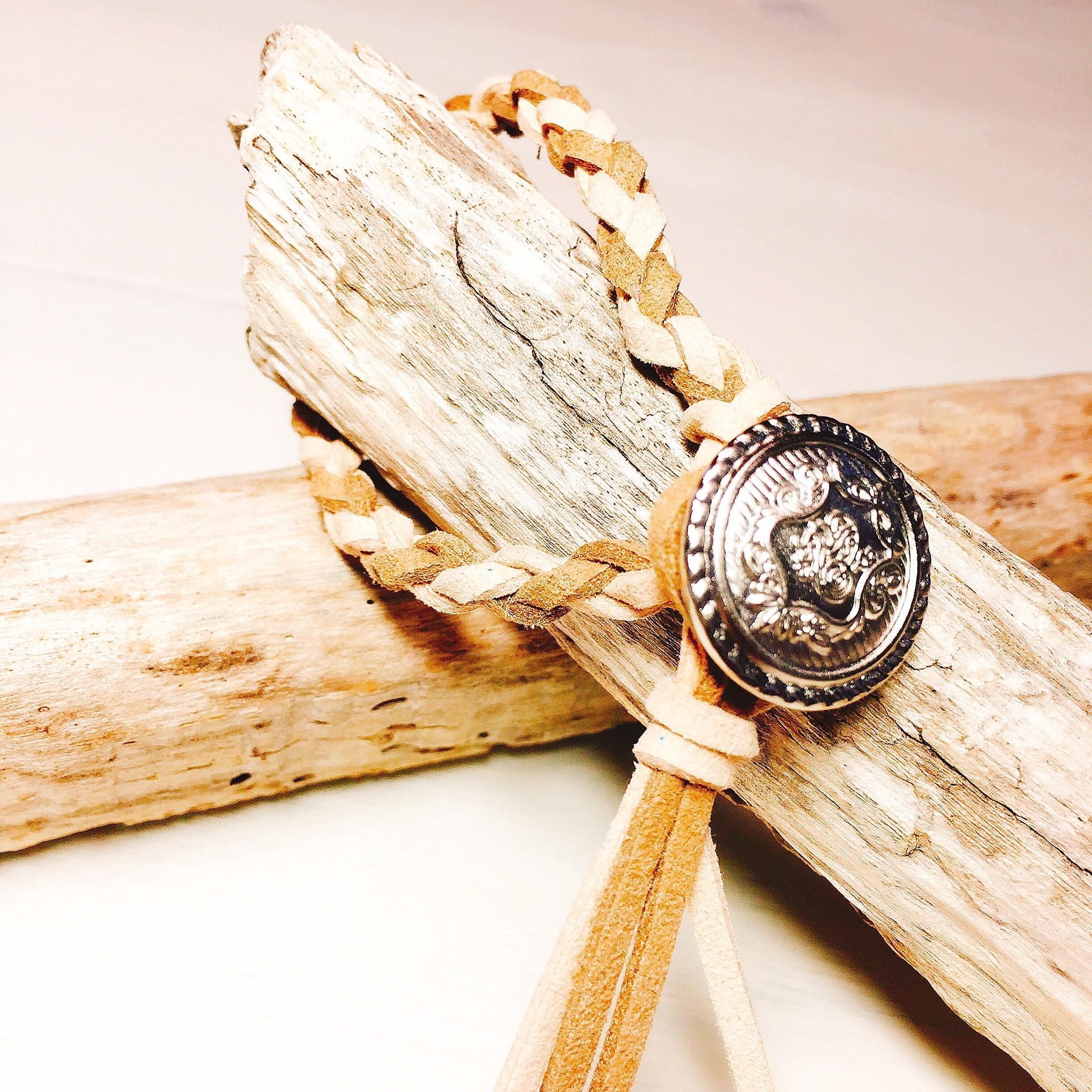 Concho bracelet (Brown × Beige)