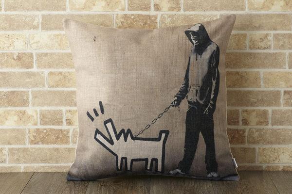 バンクシー Banksy クッションカバー ドッグウォーキング