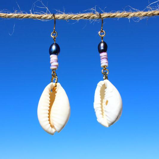 白い貝殻とパープルシェルのピアス ps0044