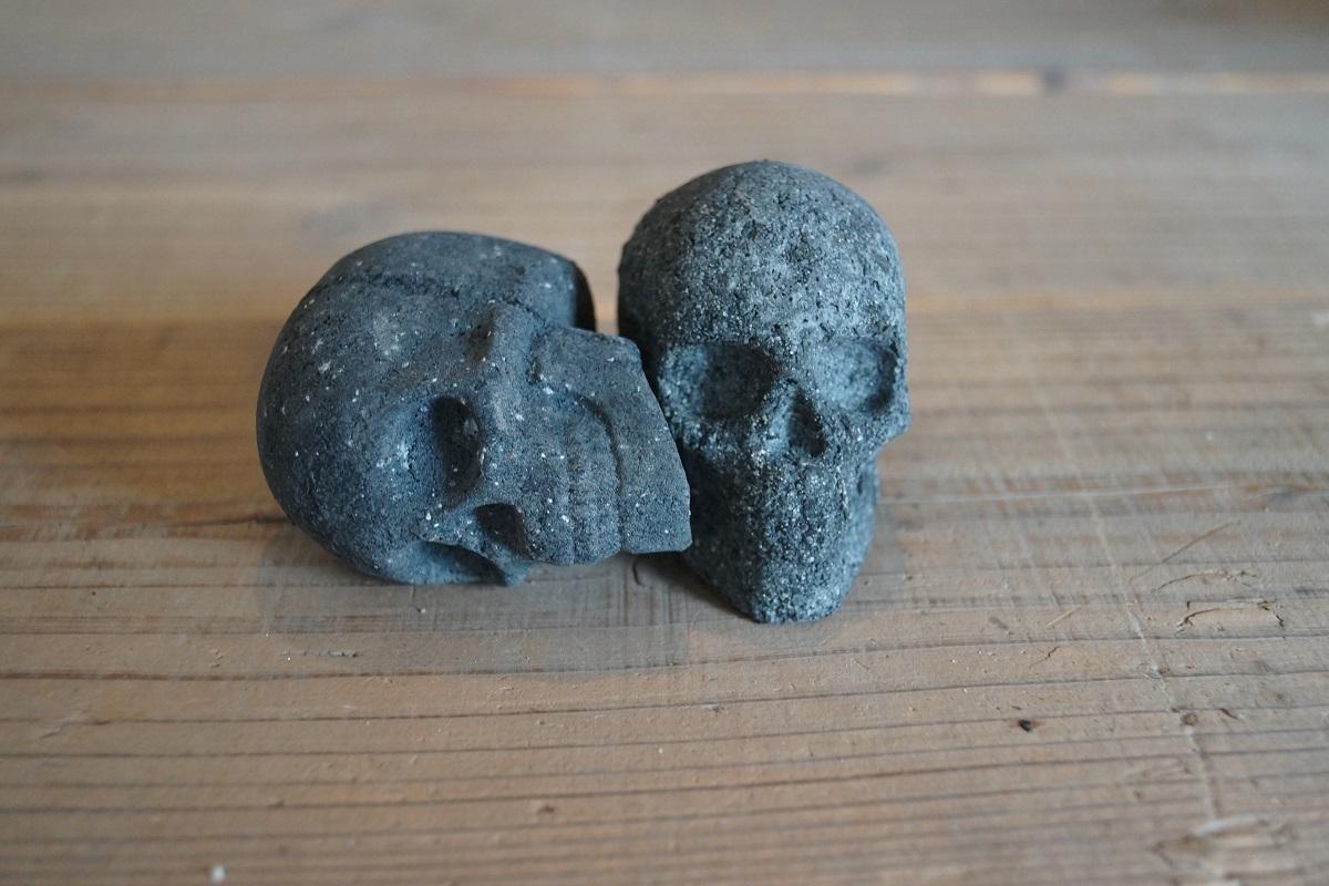燃えるガイコツ 「炎の骨っつぁん」 2個セット 骸骨炭 スカル炭 ハロウィンキャンプ