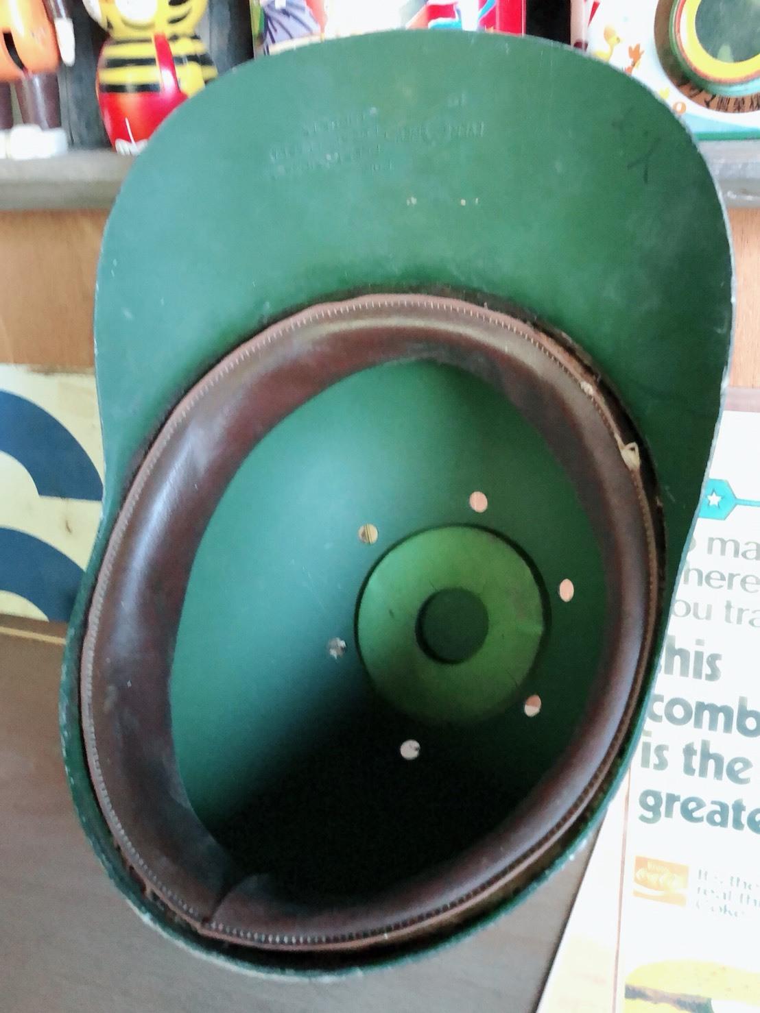 古い野球のヘルメット