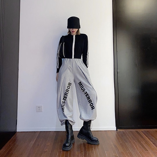 slanting logo wide pants