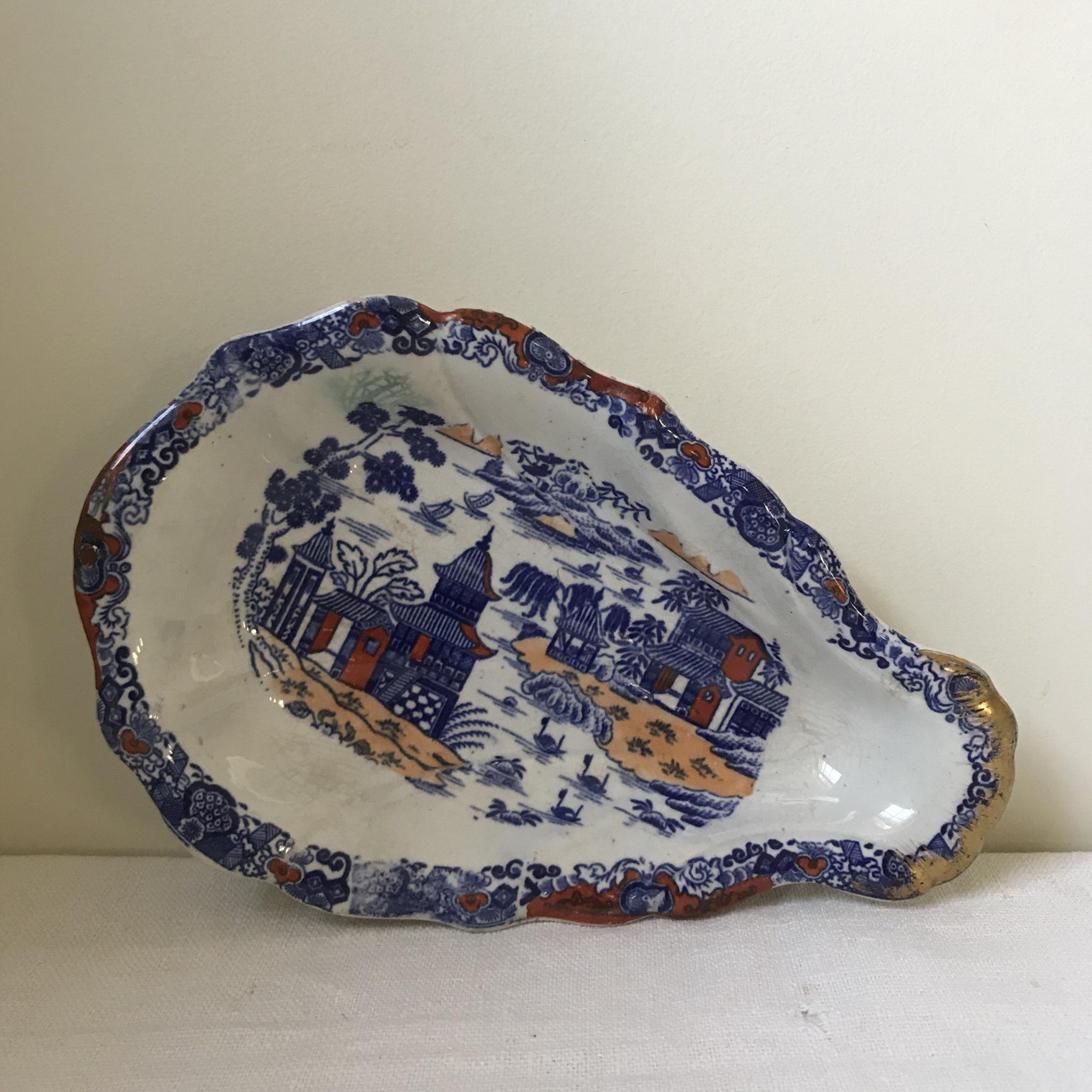 オリエンタルな牡蠣型のお皿