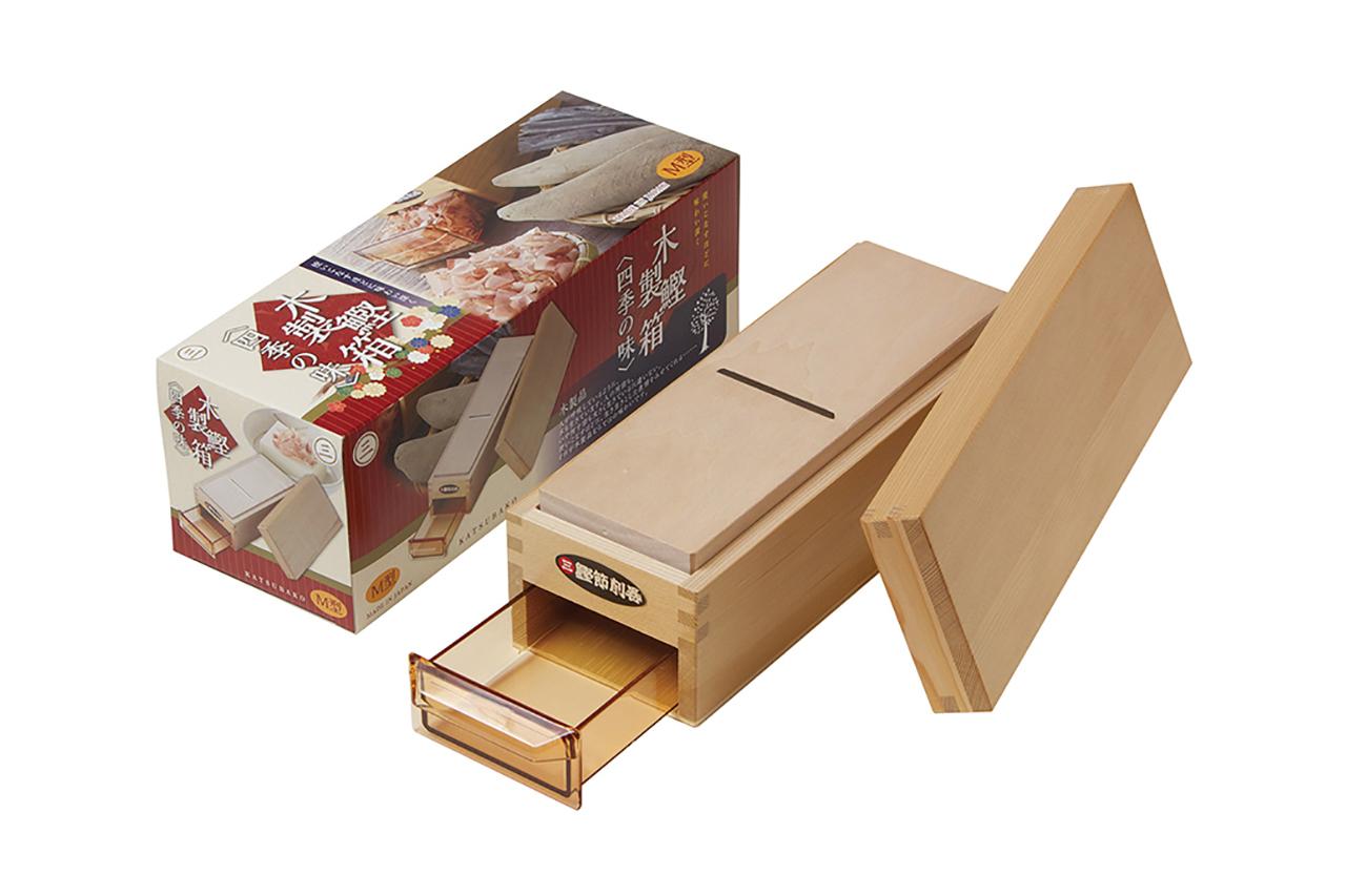 鰹節削り器 「鰹箱 四季の味M」 すべり止めシール付(shop限定セット)