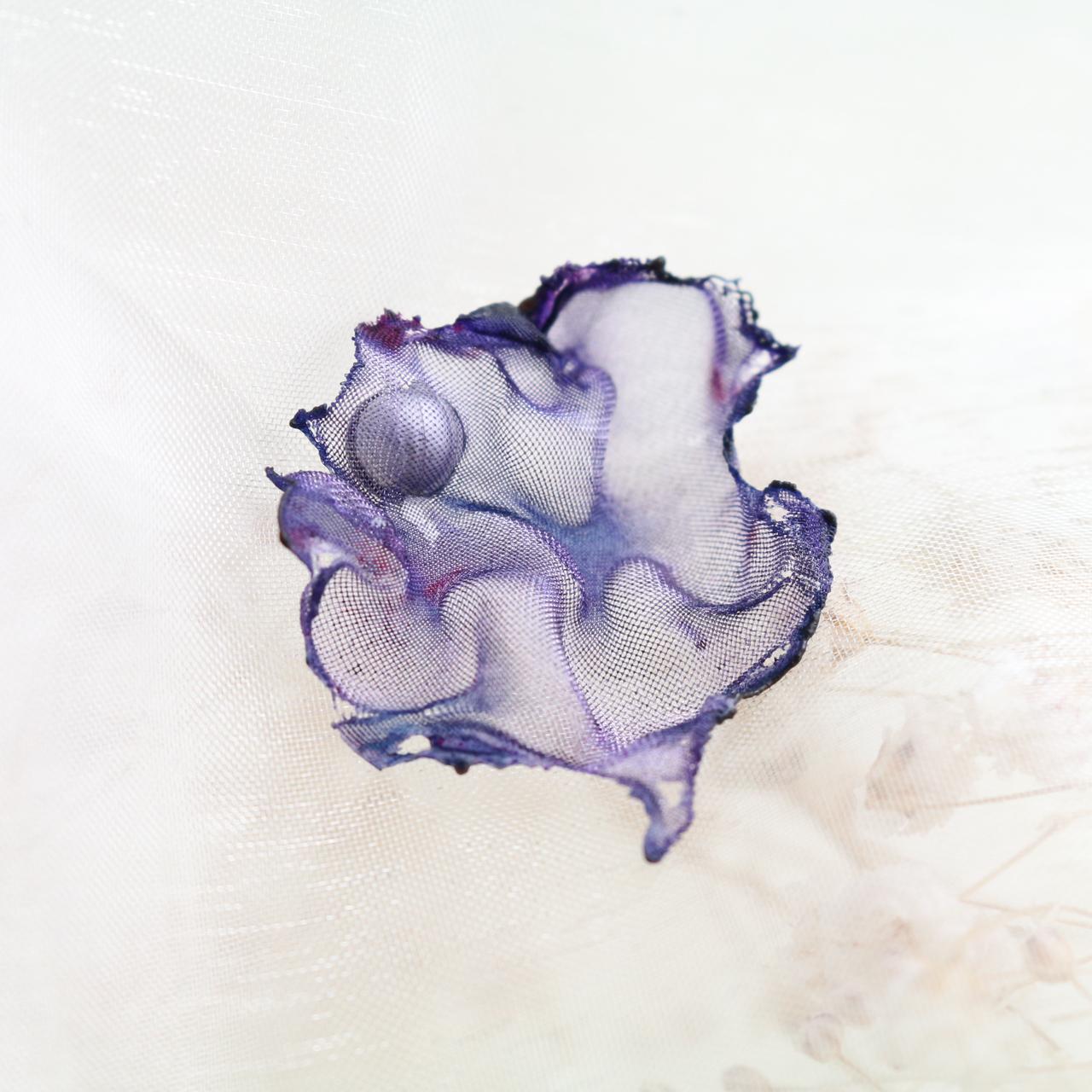 染めオーガンジーのアートピアス|紺紫