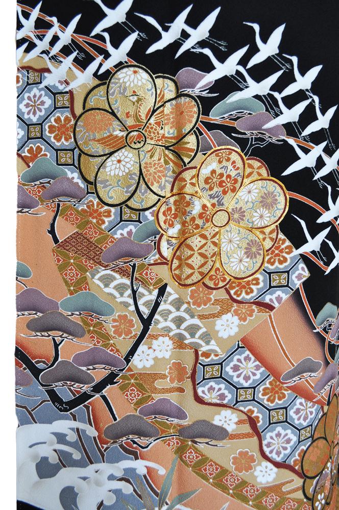 黒留袖レンタル■正絹松、亀甲、花柄等が大胆に賑やかに、そしてたくさんの鶴がはばたく柄■L寸kurot2[往復送料無料] - 画像3