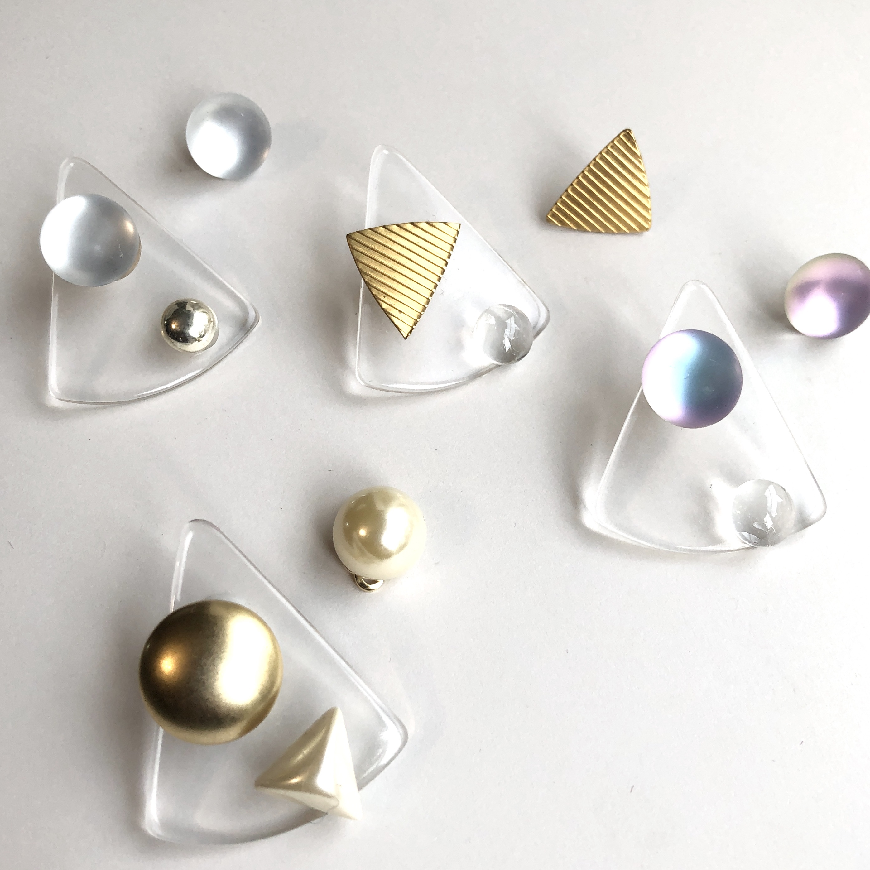 Clear triangle Lucite earrings L-060