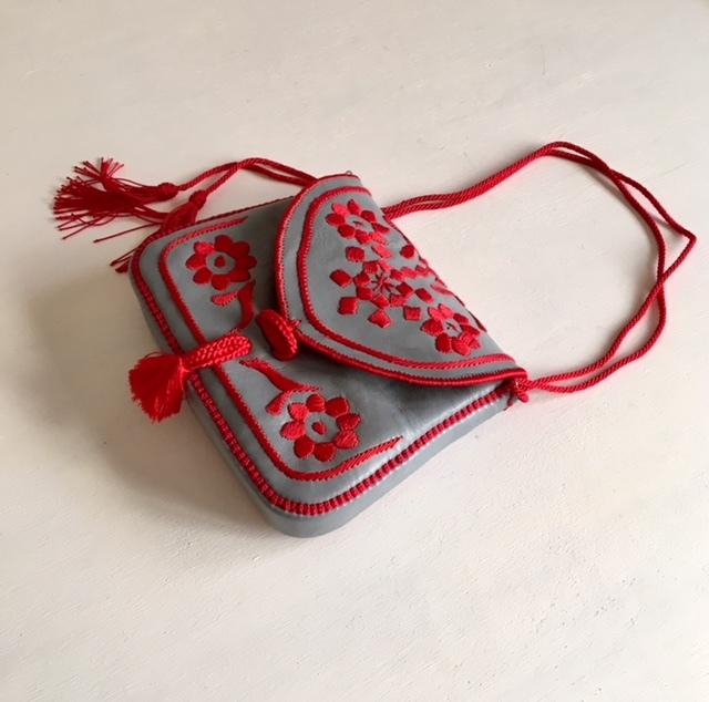 ベルベル刺繍のバッグ マチあり