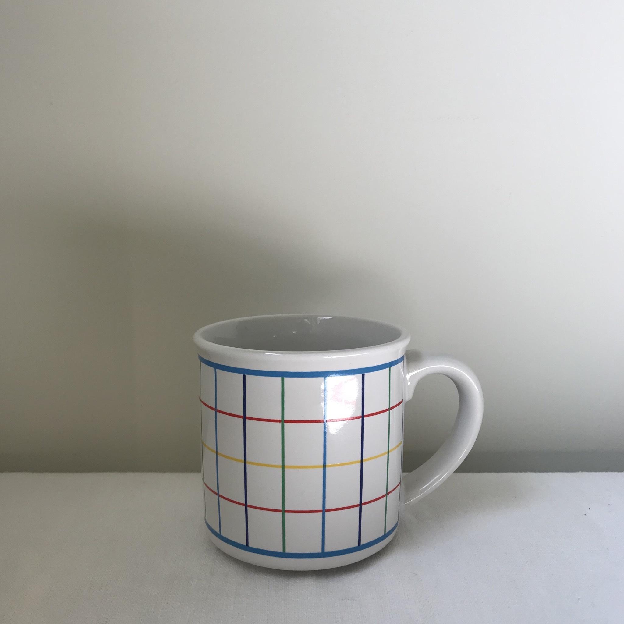 チェック柄のマグカップ