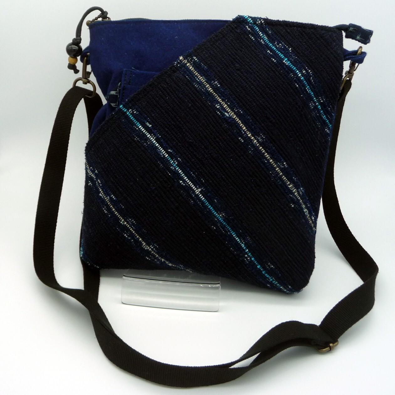 藍色ショルダーバッグ