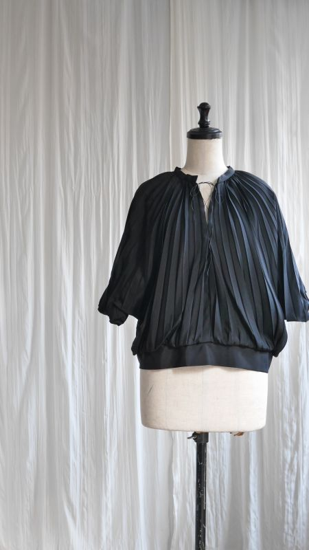 PLEAT BLOUSE  /BLACK