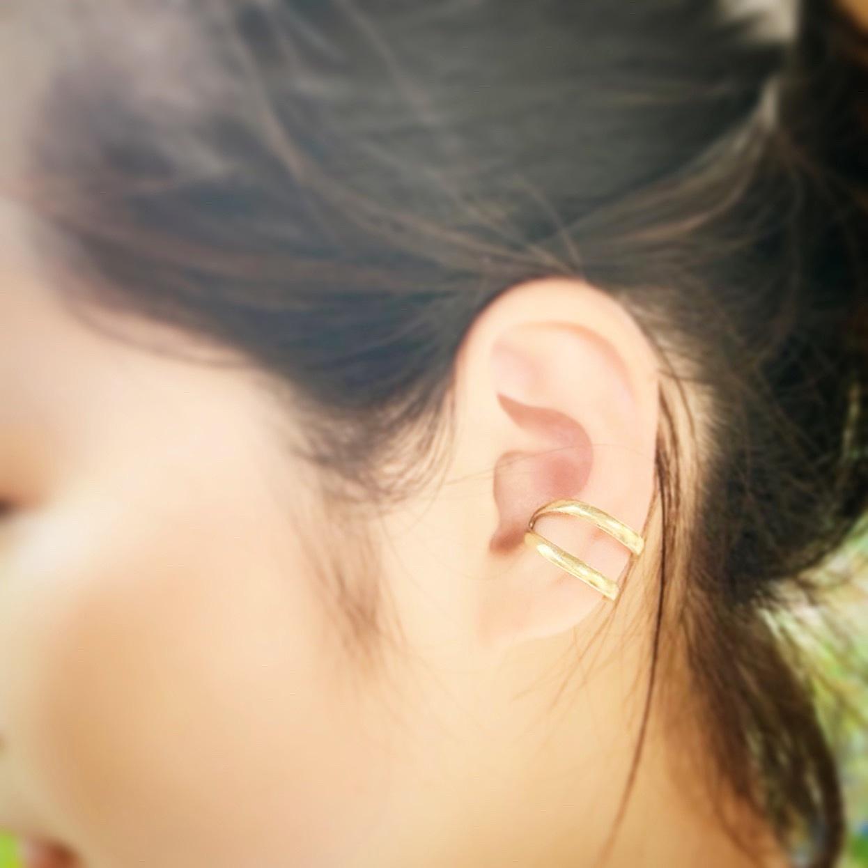 EAR CUFF / 弾丸の空薬莢から作られた真鍮イヤーカフ ピアス穴が開いていなくても着けられるイヤリング