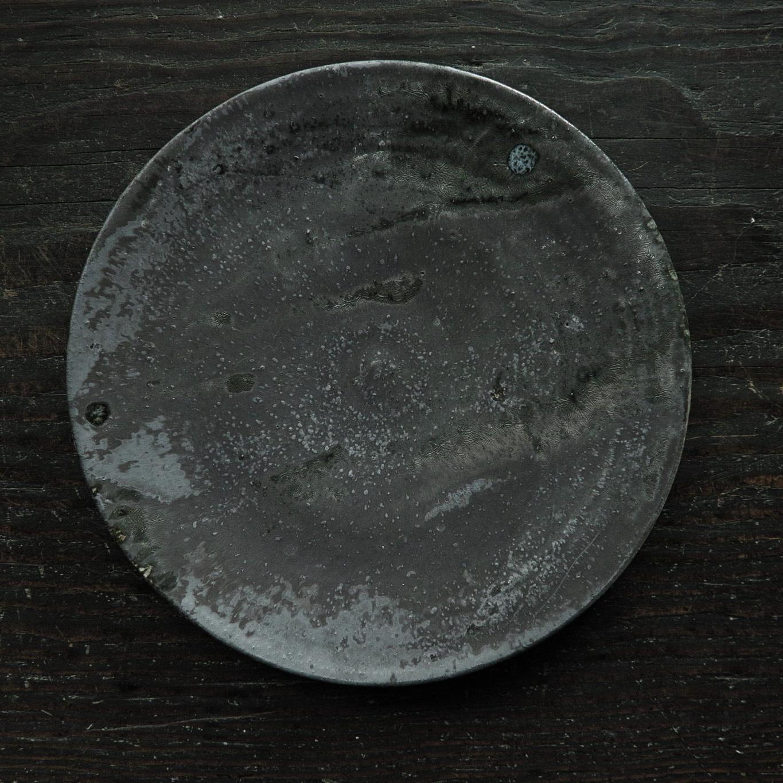鉄釉8寸皿  uchida yoshimi