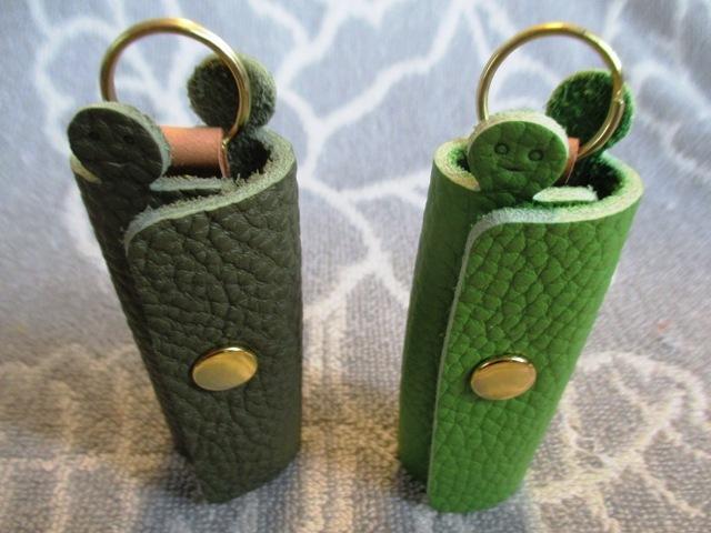 【新作・グリーン系】鍵1本・ちょっと突き出た革キーケース ミニ ゴールドホック