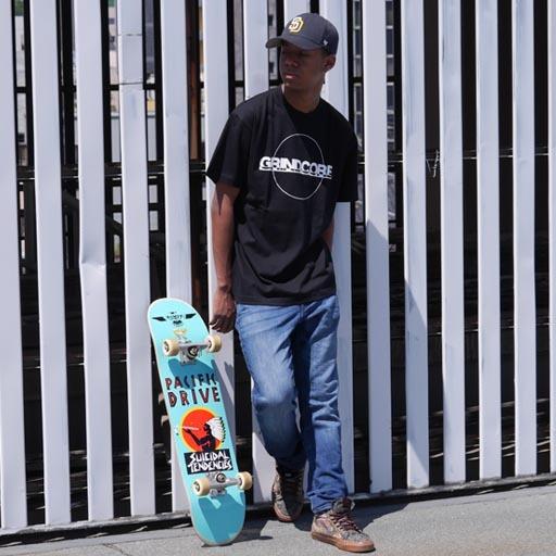 GRINDCORE Tシャツ ブラック×ホワイト