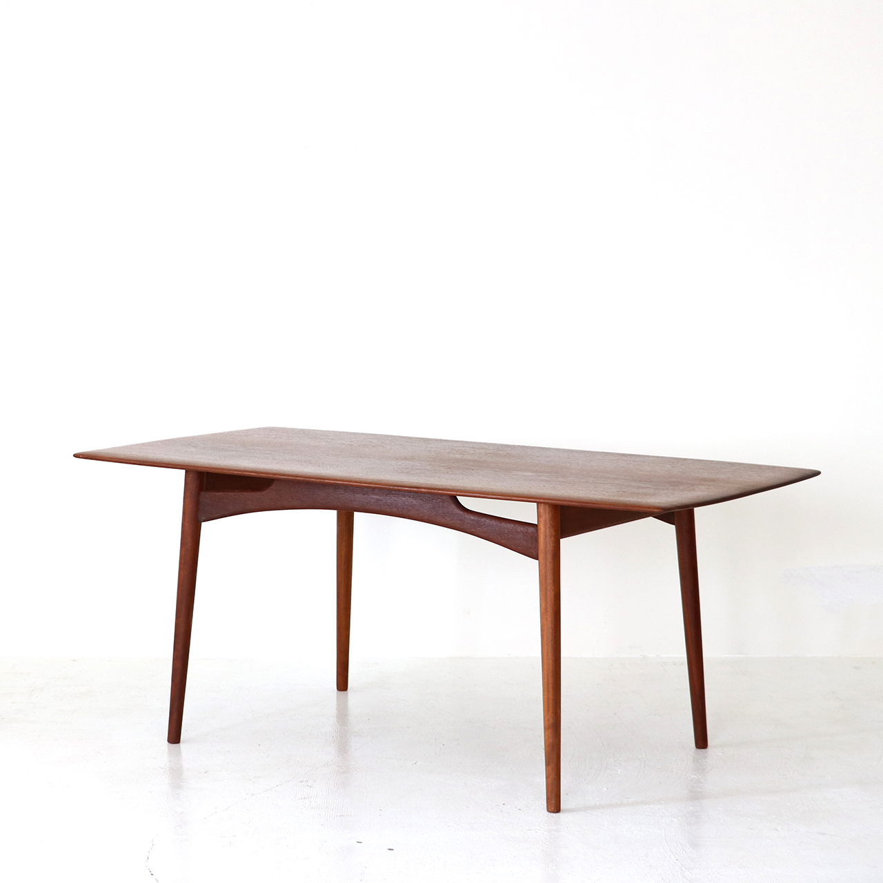 Dining table / Dalescraft