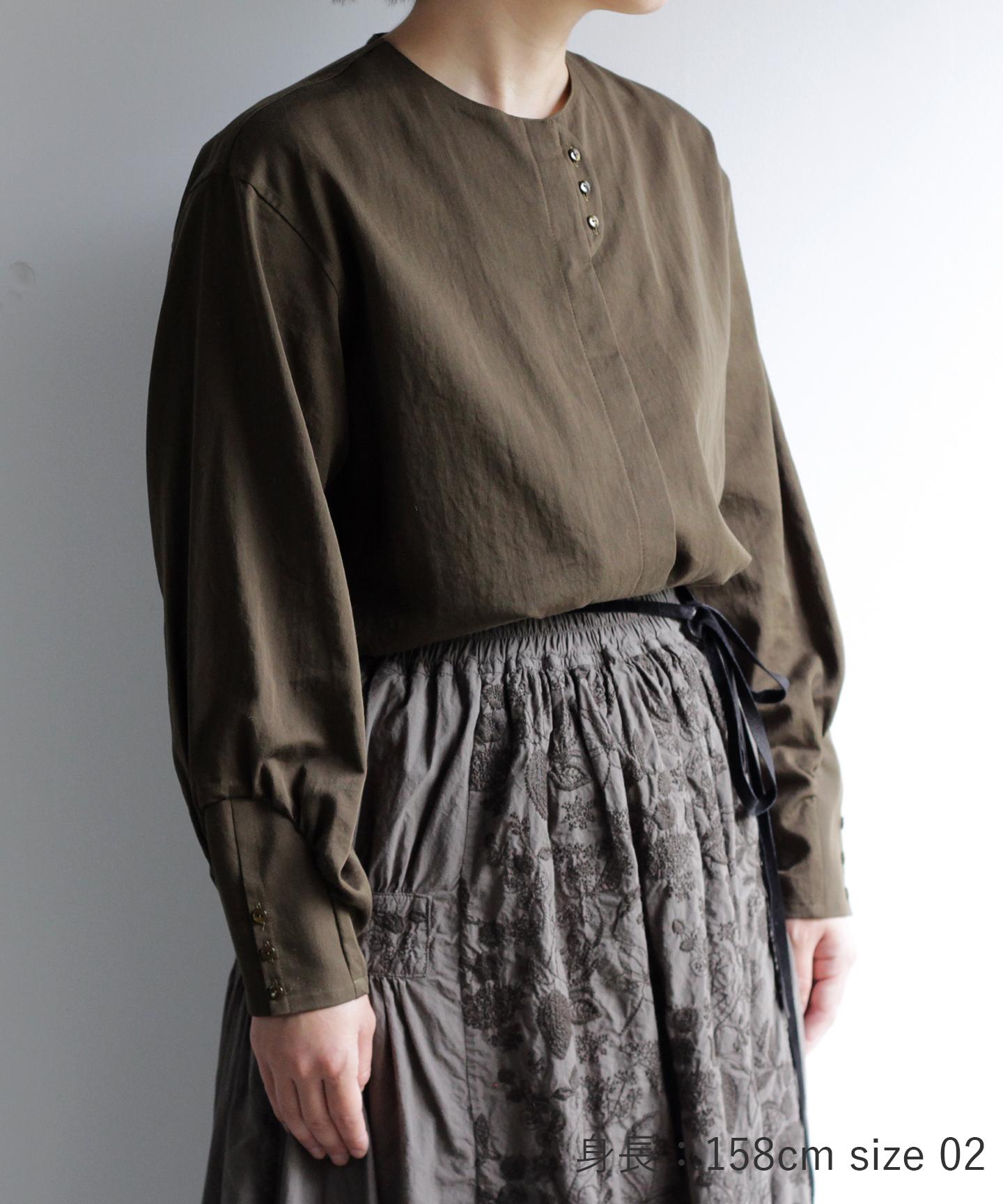 コットン生地のノーカラーシャツ(mua118)