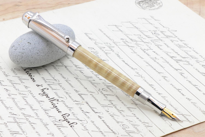 受注制作「イオニア万年筆 絹の光沢 栃の木 縮杢 特上」希少木の手作り万年筆♫ヴィリディタス