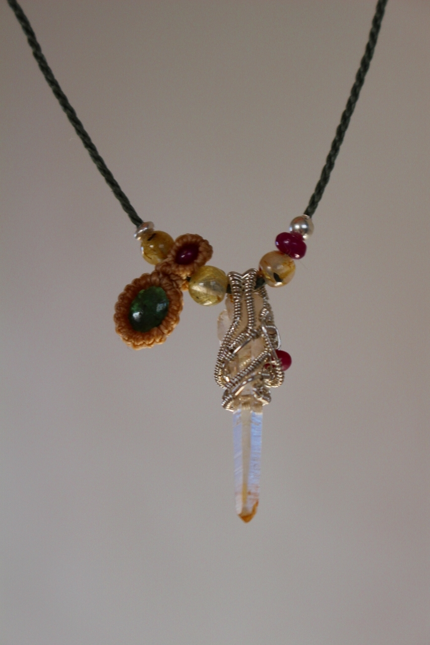 Himarayan Crystal & Emerald silverwaire micromacrame necklace