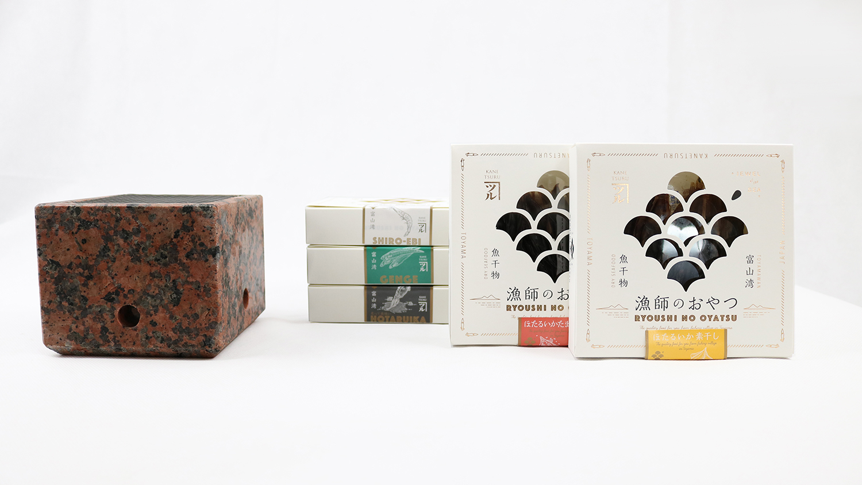 石乃炙り鉢Sサイズ(赤)と「漁師のおやつ」5種セット