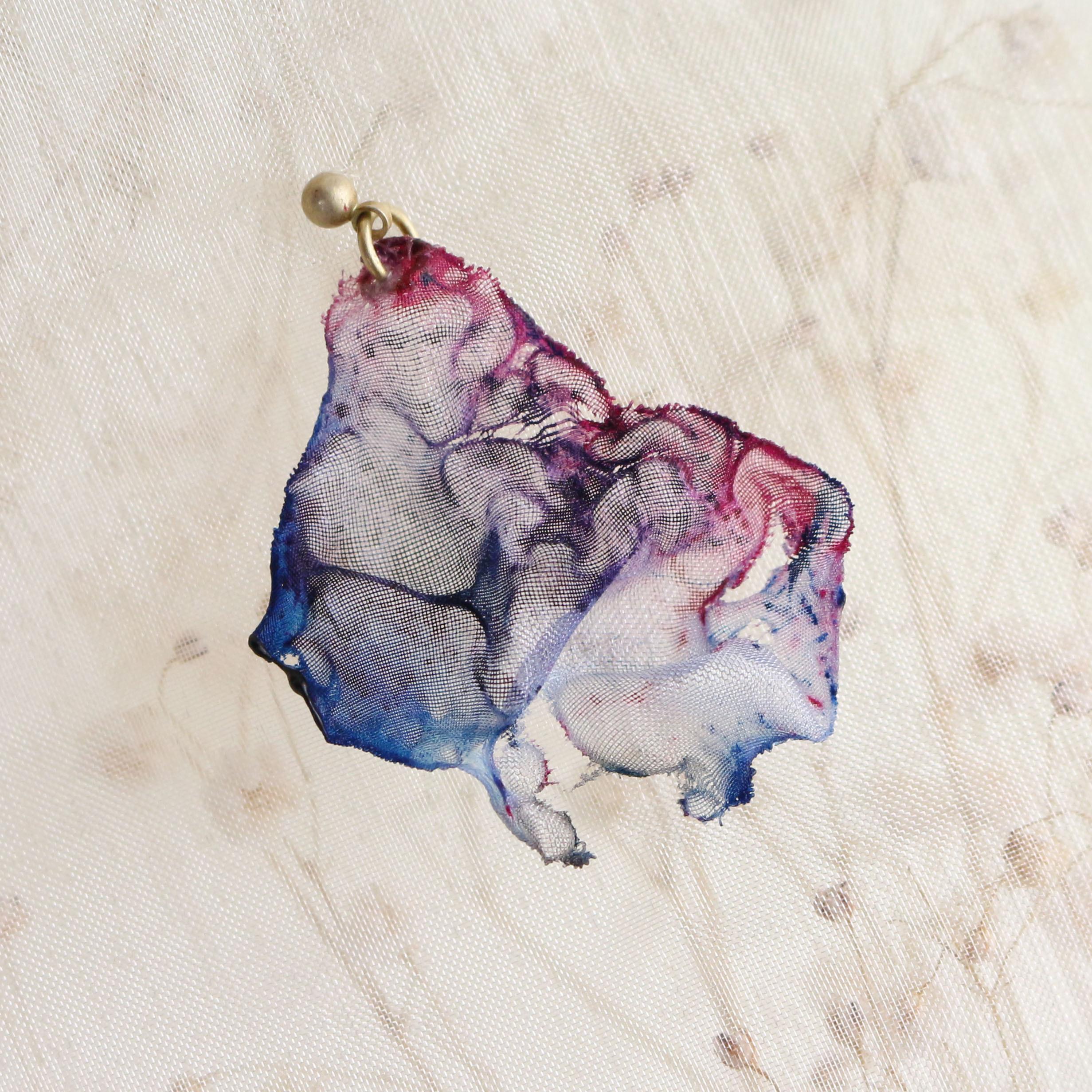 染めオーガンジーのアートピアス|ゆめいろ