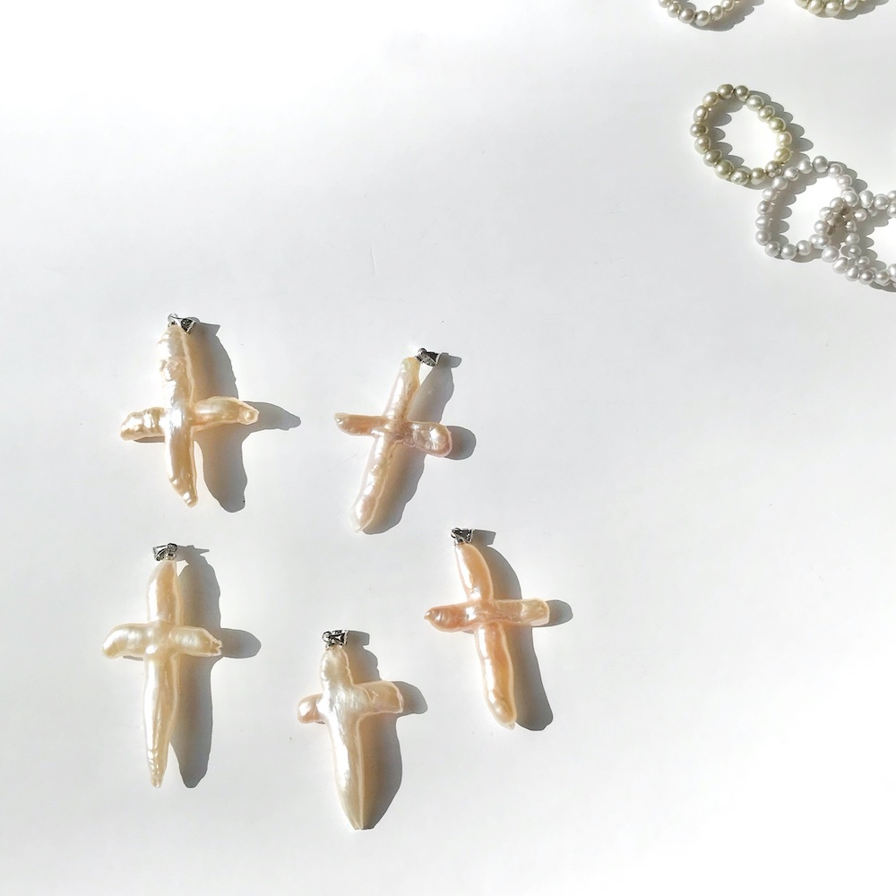 N1001 - Freshwater Pearl Cross
