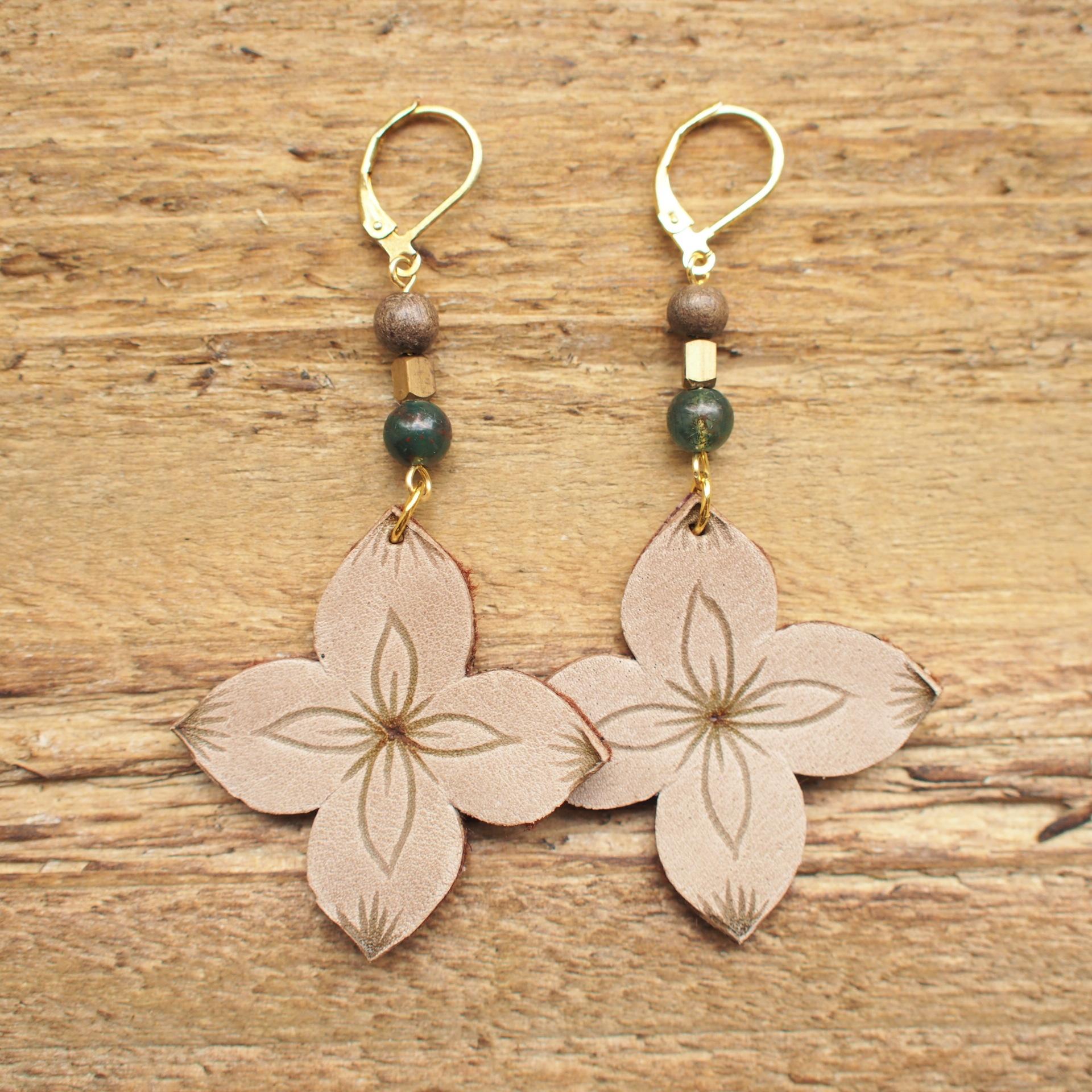 Letter Flower Pierce / Gray Beige