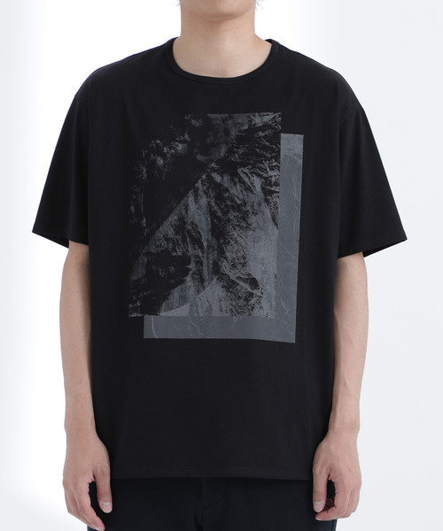 "Opus Inn × STUDIOUS ""Mono Tone Lyric Print T-Shirt"""