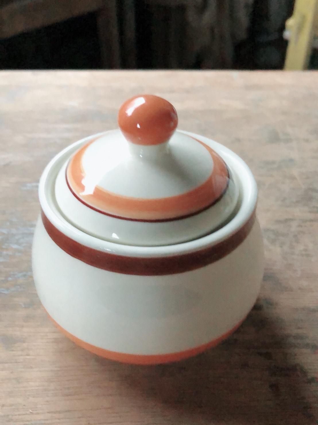 かわいい 陶器の入れ物