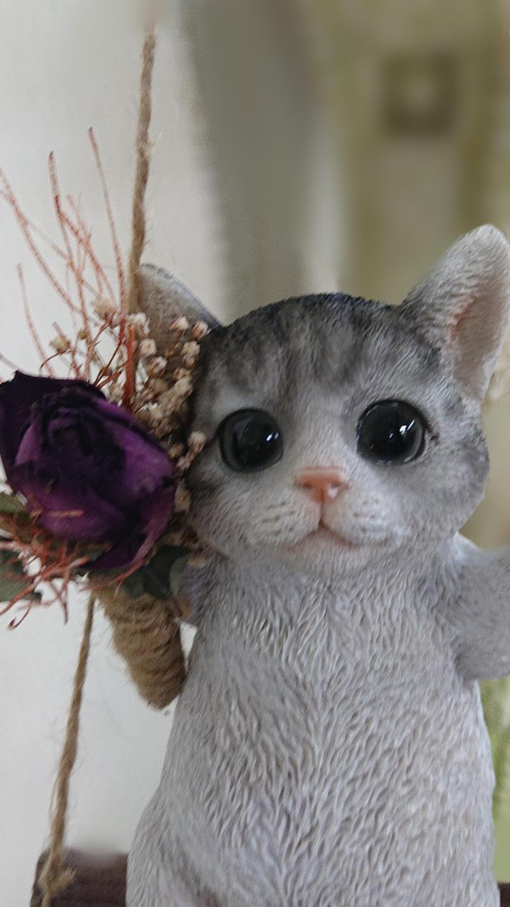 【猫の置き物】ブランコ子猫