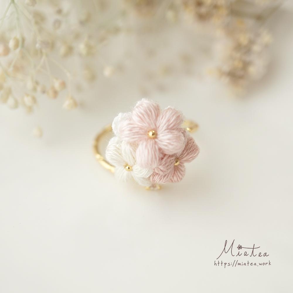 三つ花のシンプルフォークリング(フリーサイズ)*刺繍糸のお花