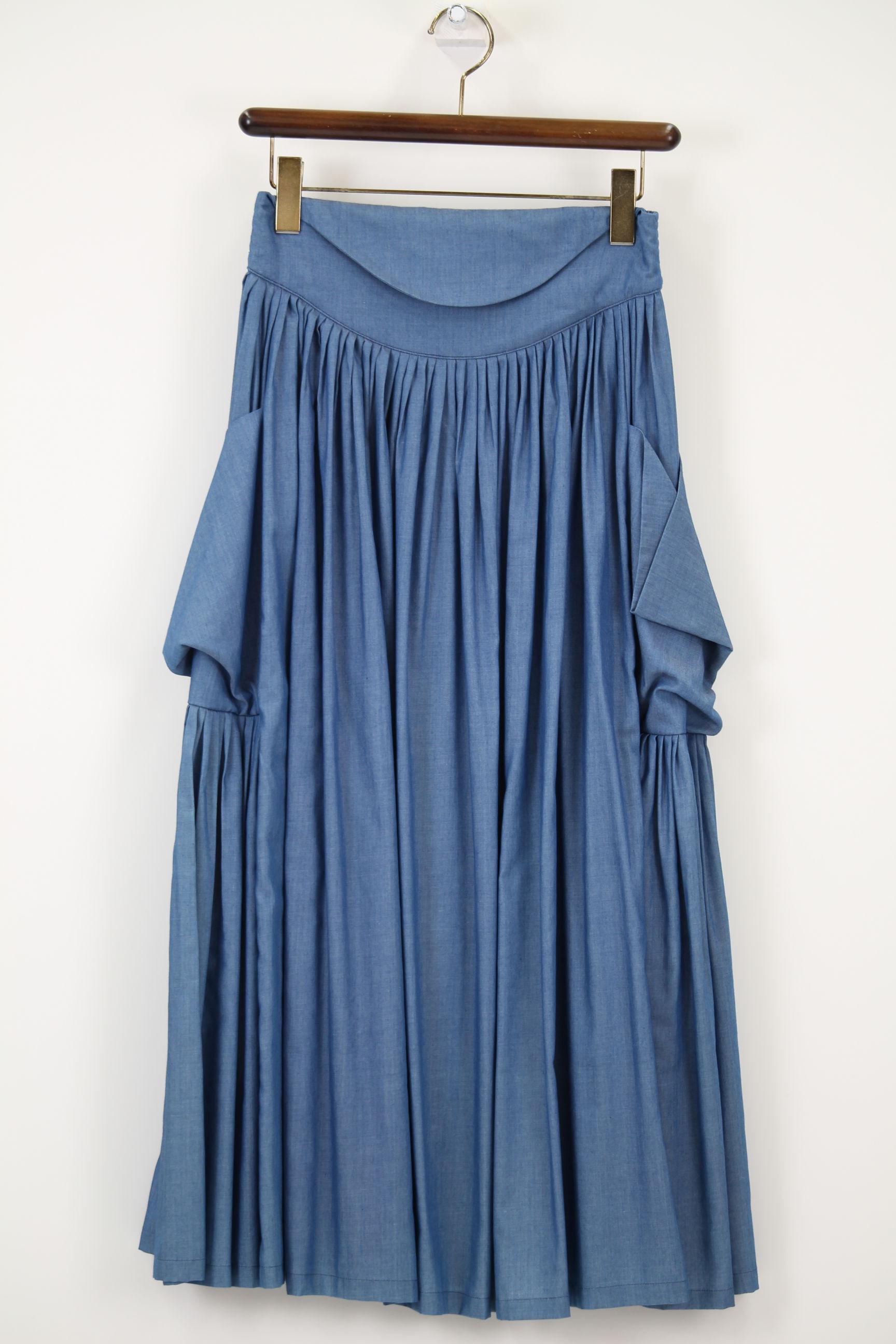 テンセルデニムのタック入りスカート