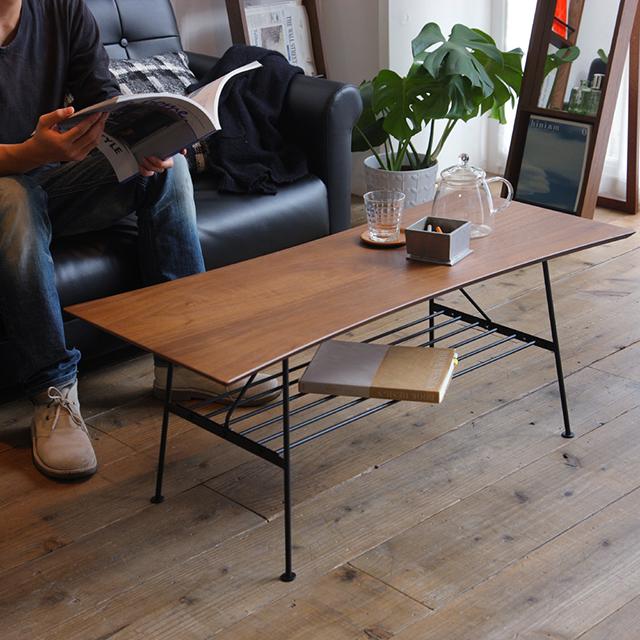 砂時計のような天板の形がユニークな、収納棚付きセンターテーブル。