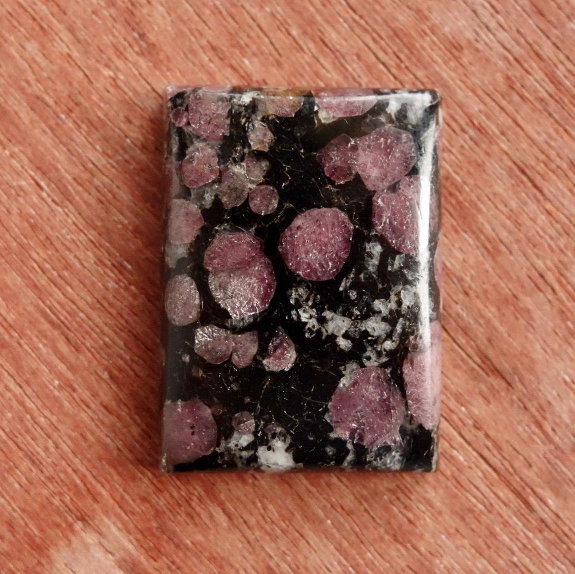 スピネルイングラナイト 天然石ルース