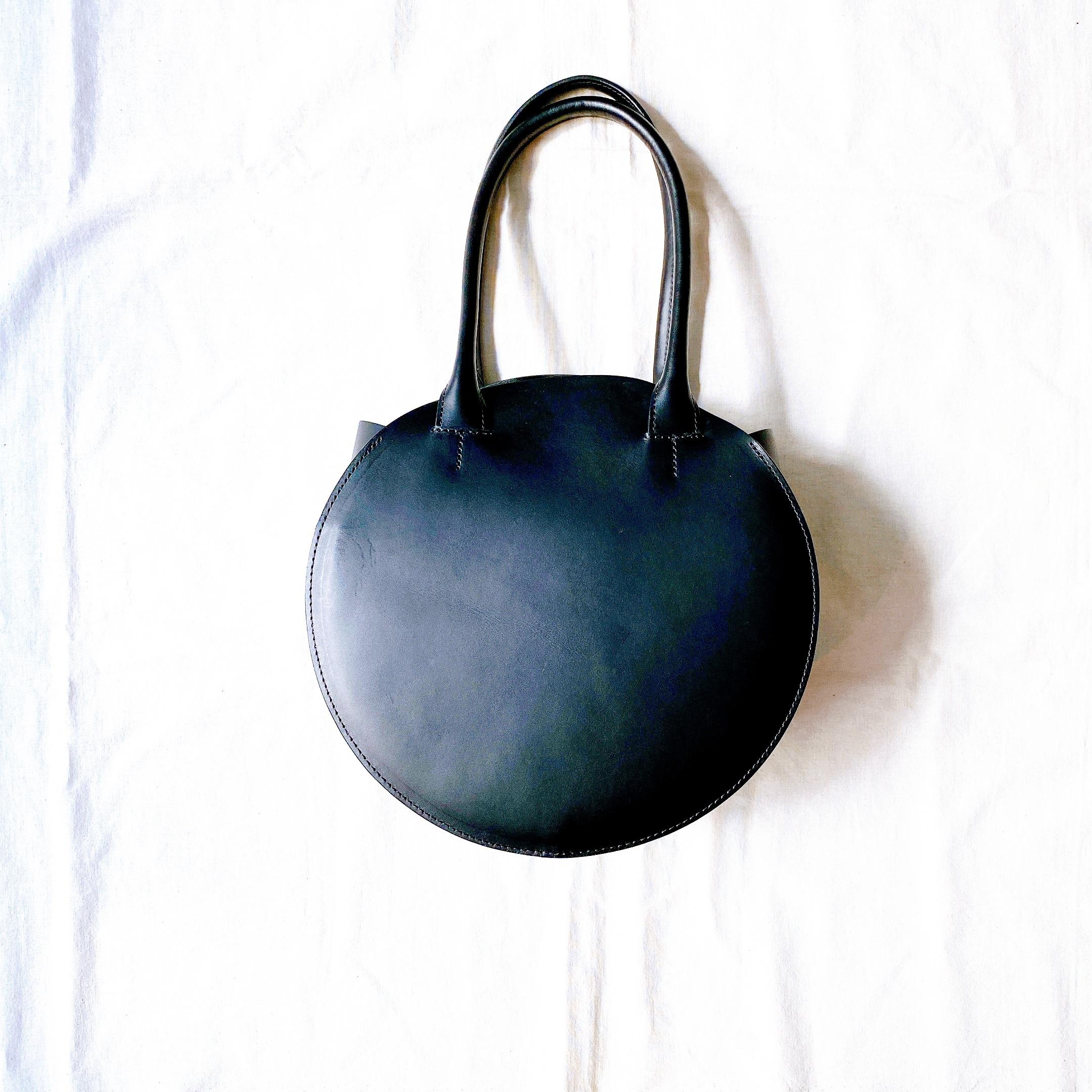 a(アー)丸型トートバッグ