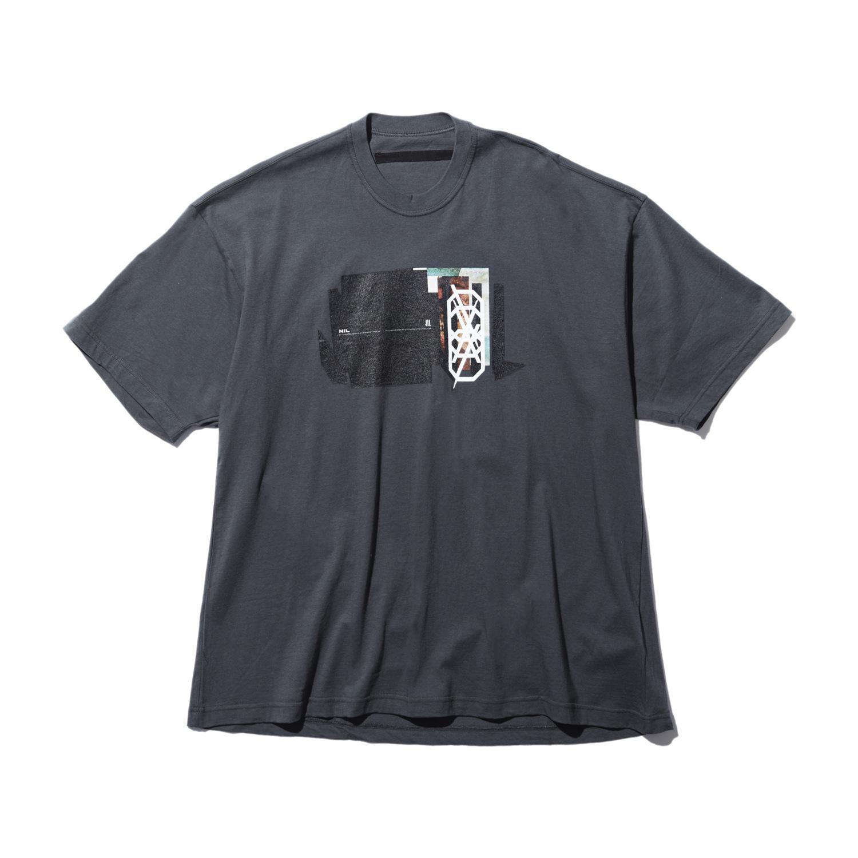 740CPM1-COLD GRAY / NILøS プリント Tシャツ ver.1