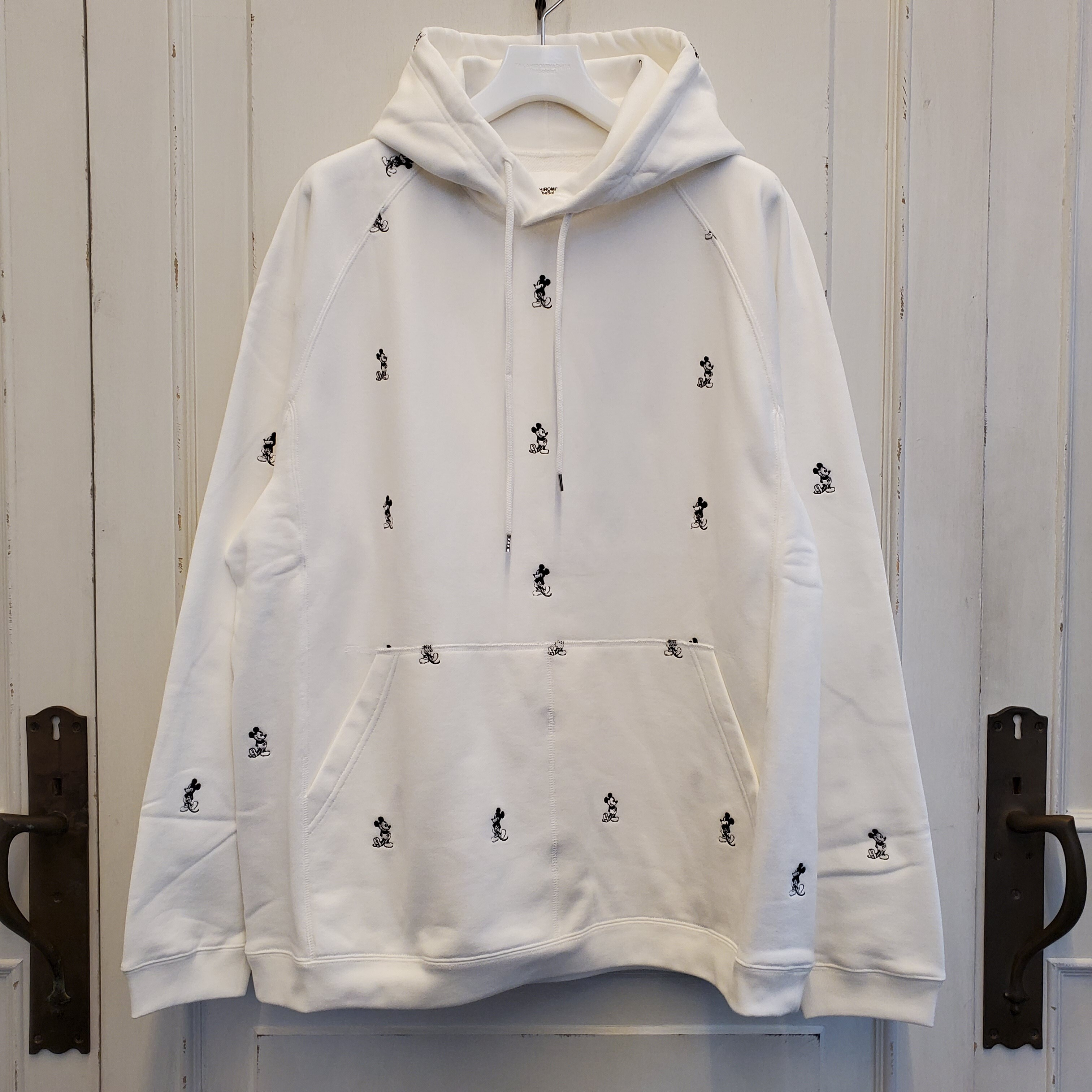 sc.0038bSS20 oversized Mickey Mouse embroidered pullover hoodie. (monotone color Mickey Mouse)