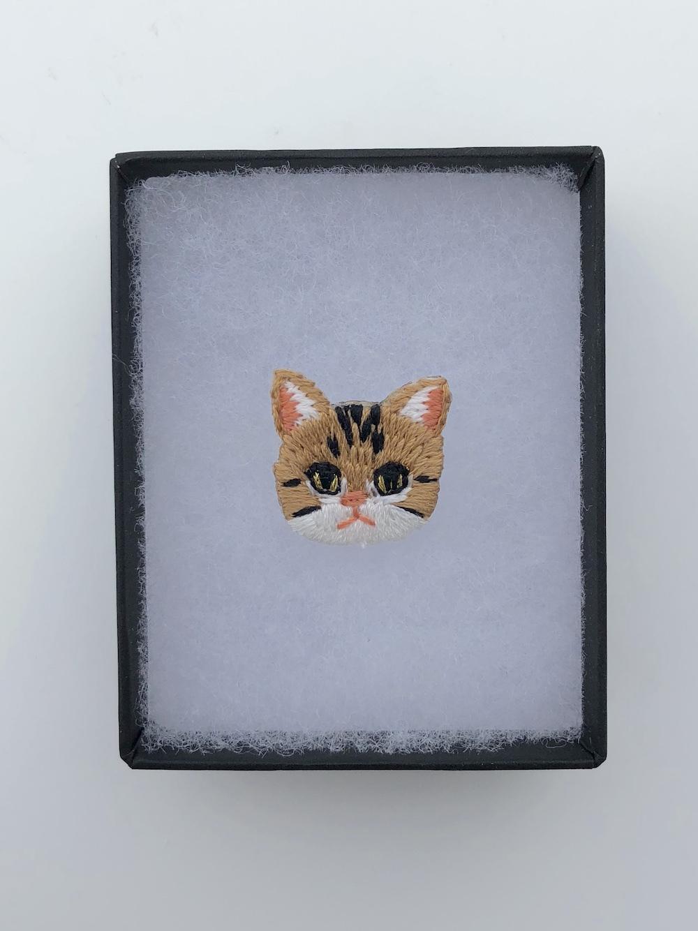 【ブラウン入荷】ストライプキャットミニ刺繍ブローチ