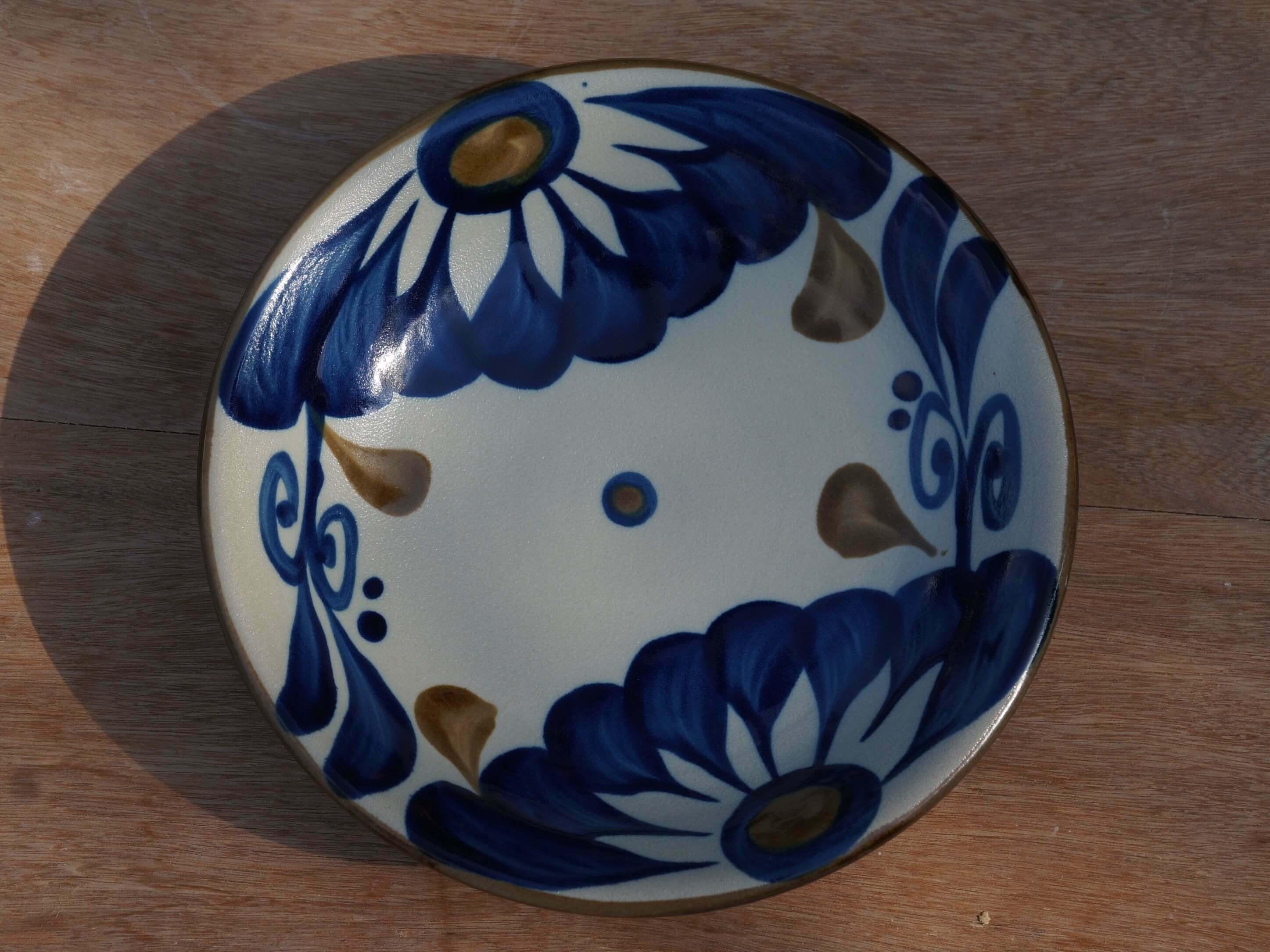 コバルトが鮮やかな唐草の6寸皿(約18cm) ヤチムン大城工房 大城雅史 やちむん