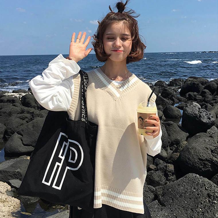 【送料無料】プレッピー コーデに ♡ ライン入り カジュアル Vネック ニット ベスト トップス