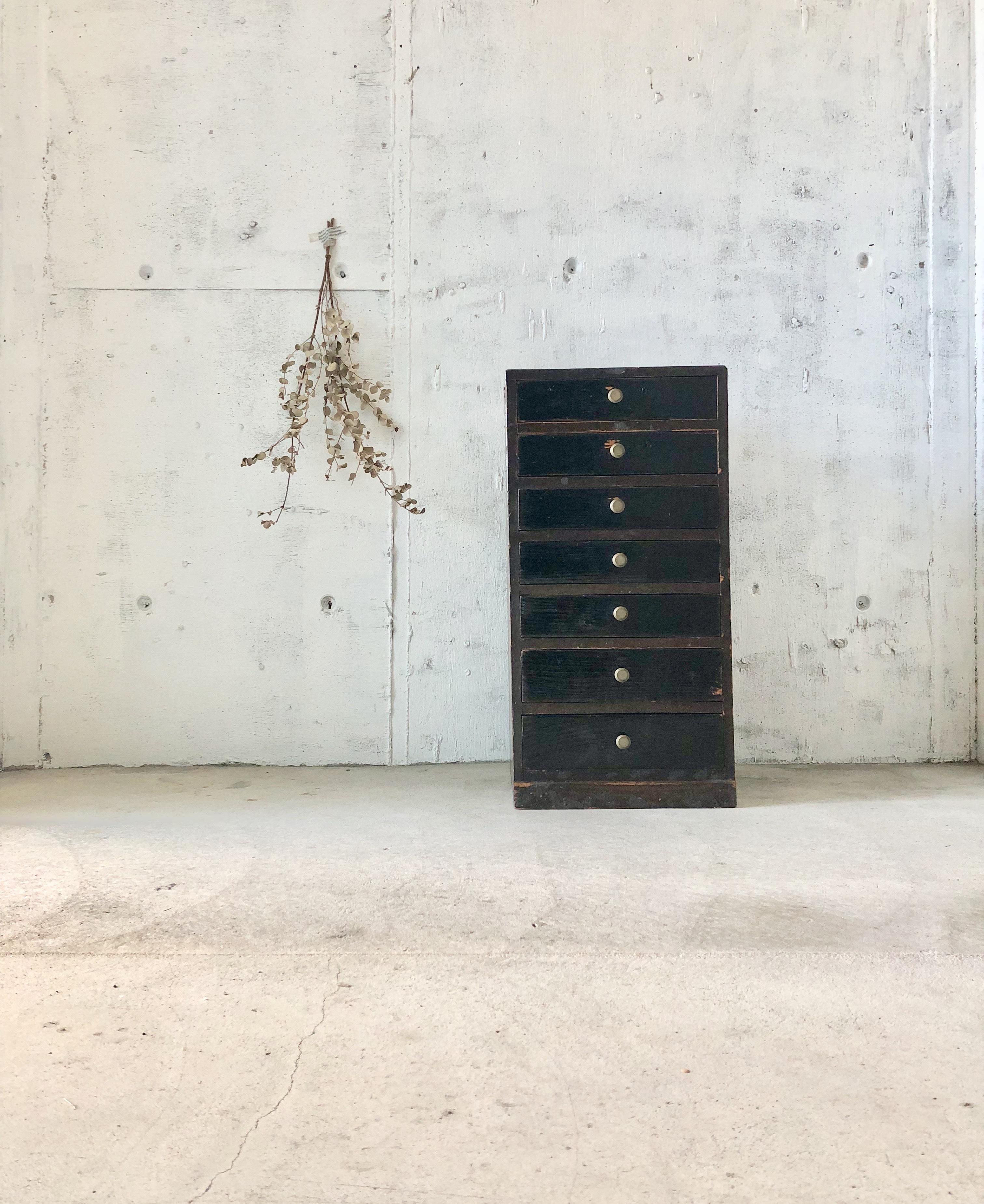 濃い木味の収納棚7杯[古家具]