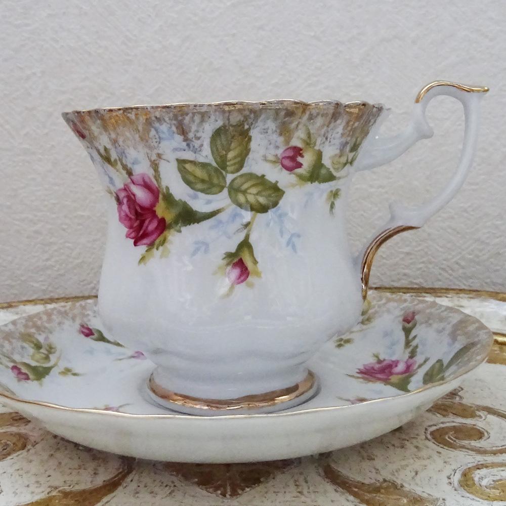 ポーランド ホジェシュ社 薔薇のカップ&ソーサー